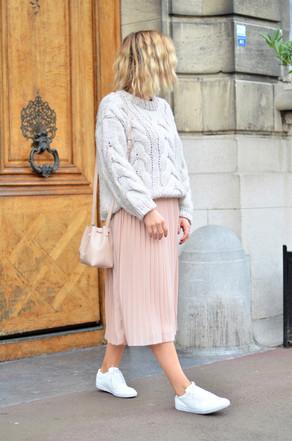 Gros pull et jupe plissée