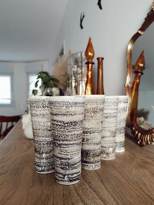 Lot de 8 mugs vintage en terre cuite