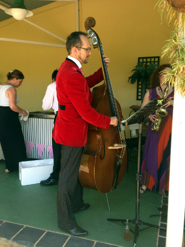 Corné on double bass during the photo session