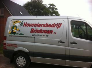 Rondom de hal alles weer netjes door Hoveniersbedrijf Brinkman!