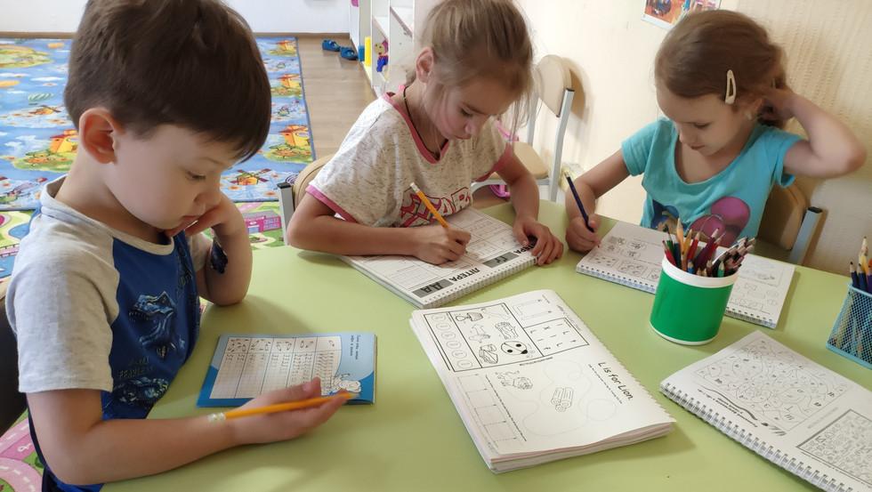Підготовка до школи у Центрі Дитинства