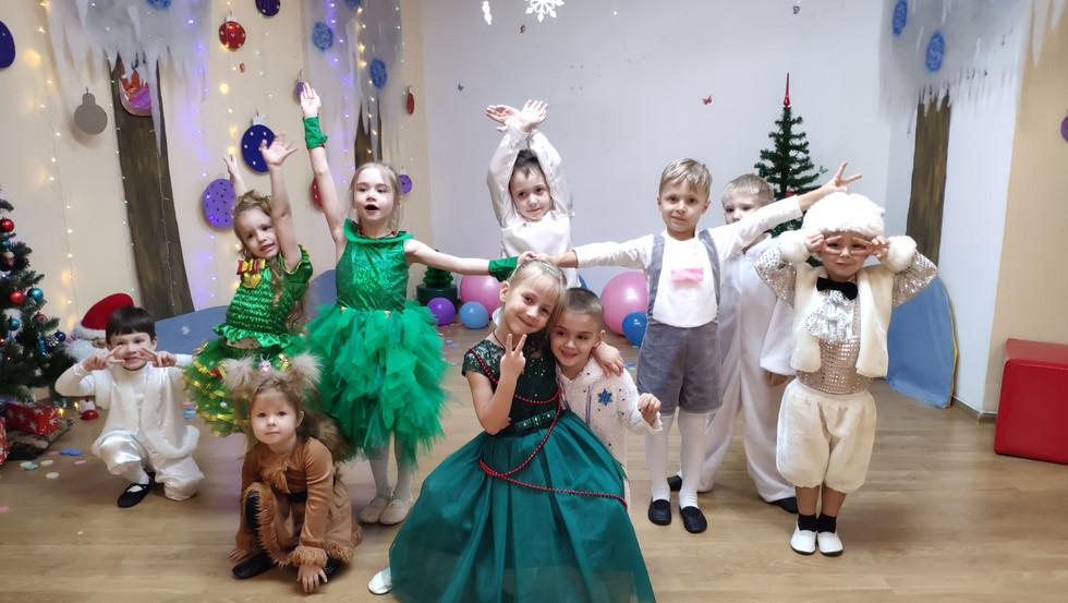 Новорічна вистава. Новорічний танок для дітей