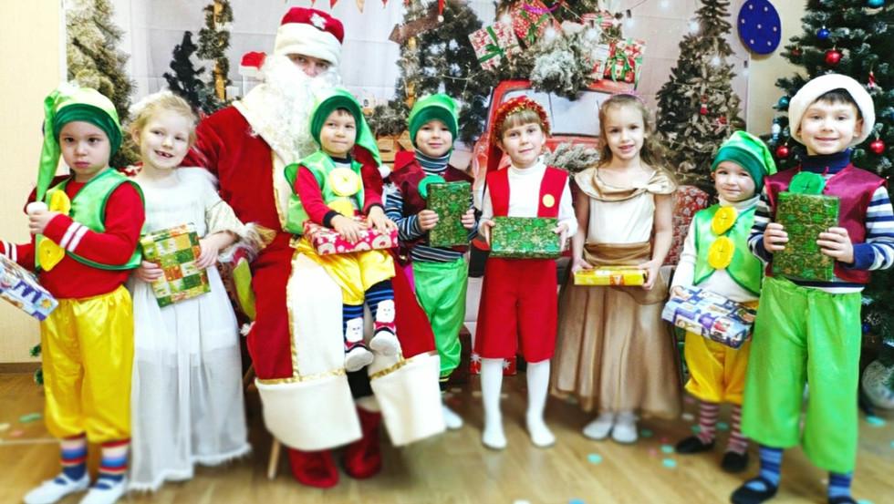 Святий Миколай у гостях у дітей садочка Центр Дитинства