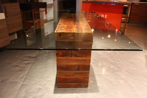 """Desilo"" table"