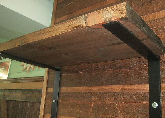 Pine shelves with metal structure