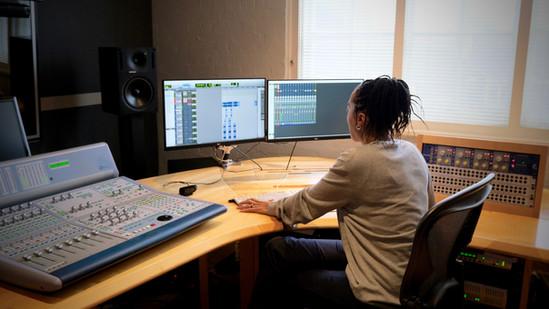 Eve Horne | Sound Designer, Mixer & Music Produce