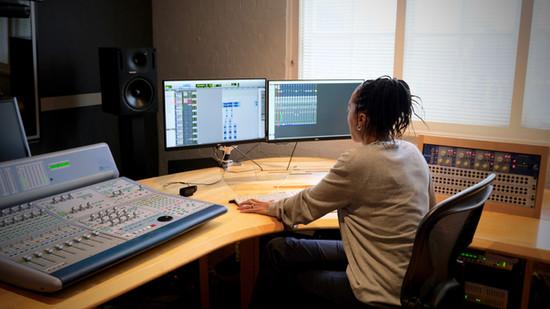 Eve Horne   Sound Designer, Mixer & Music Produce