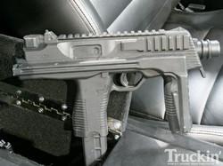 1010tr_07+1955_ford_f100+mp9_submachine_gun