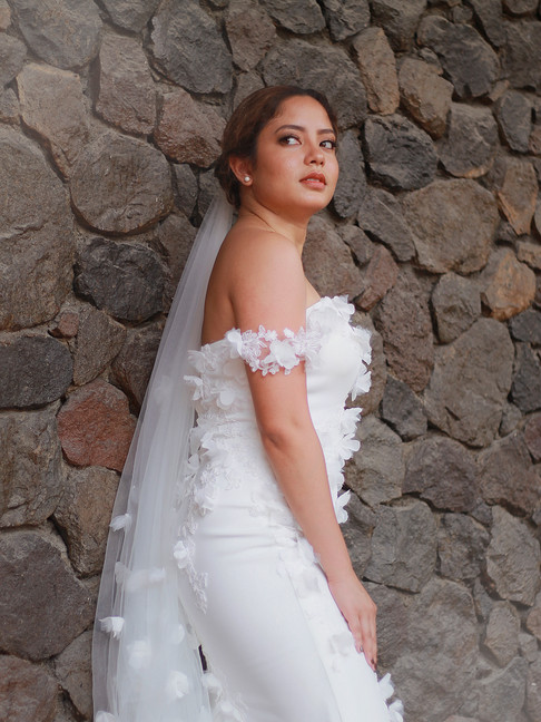 Wedding Dress | MIMI by Kathreen Cascabel  Model | LA Subido  HMUA | BEAUTYBIBLIOTHEQUE by Colleen  Photo | Juliana Hellmuth  Assistance | Diego Pascual