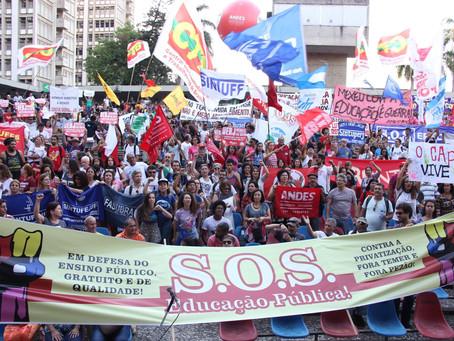 Ocupando as ruas, é lançada a Frente em Defesa das Instituições de Ensino Superior