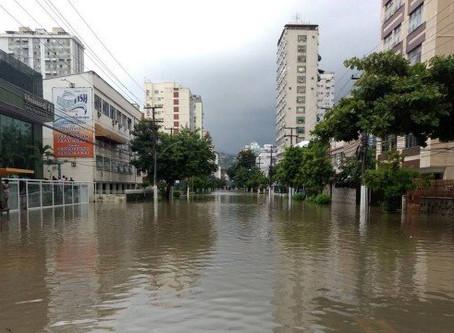 Ruas alagadas demonstram o descaso da Prefeitura de Niterói