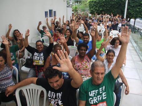 Reitor foge do diálogo e a greve continua
