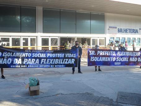 Ação nas barcas distribui máscaras e protesta contra flexibilização do isolamento social