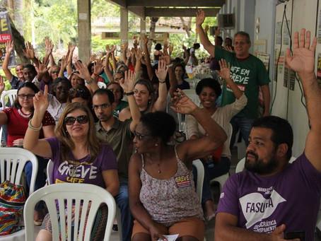 Sem contraproposta do reitor, greve continua