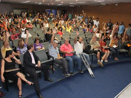 Assembleia suspende a greve, mas prepara continuidade da luta pelas 30 horas