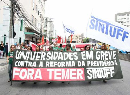 Protesto contra Temer e as reformas ocupa as ruas de Niterói