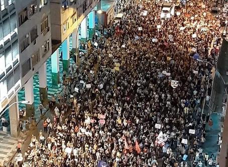 Eu defendo a UFF: multidão toma as ruas em Niterói