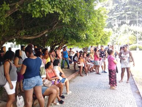 Reitoria descumpre compromissos e terceirizados protestam devido a atraso de salários