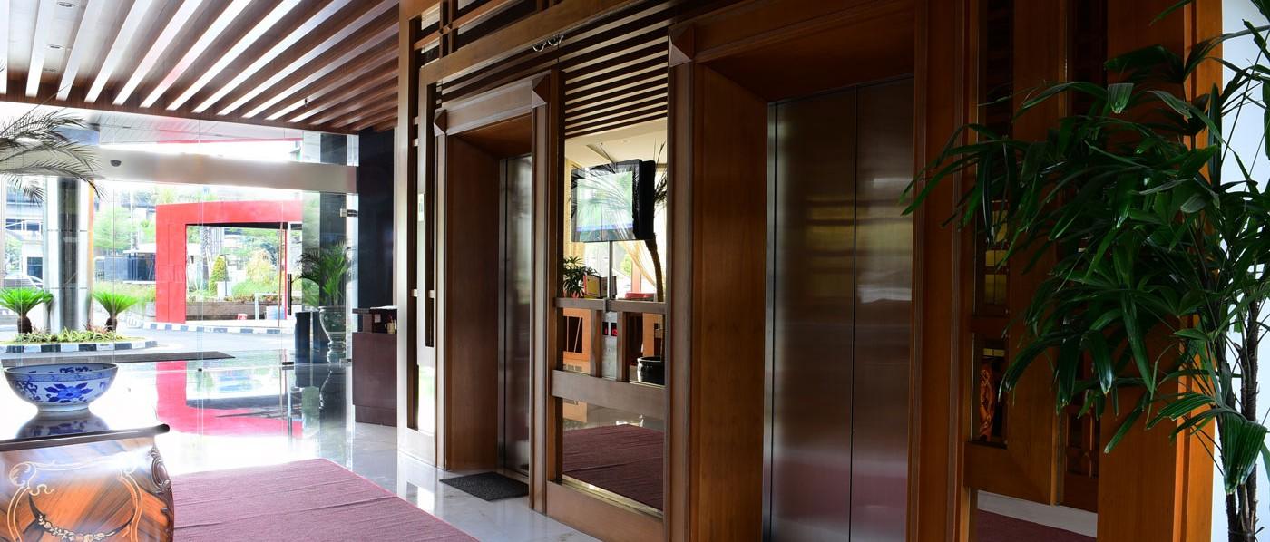main_lobby-e1418790326683.jpg