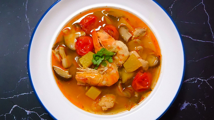 Recipe: Vietnamese Sweet and Sour Soup with tomatoes and pineapple 🦐🍍