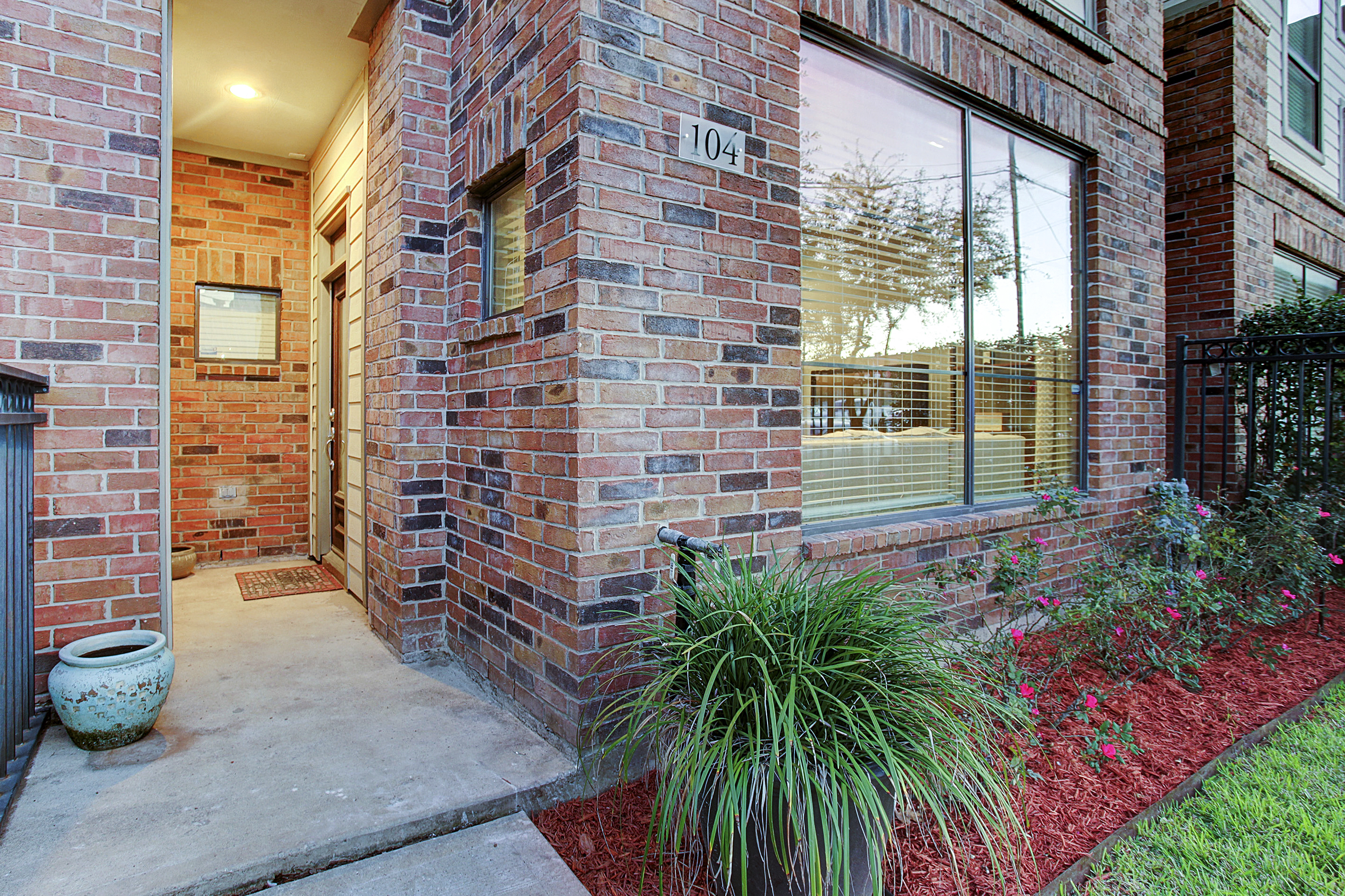2504 Rusk - Welcome Home
