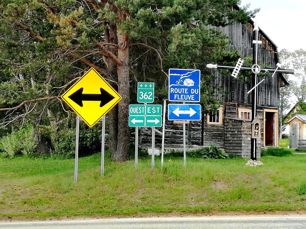 Panneau indiquant la route du fleuve dans Charlevoix