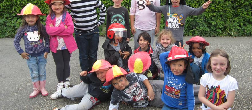 Mutige Kinder bei der Feuerwehr