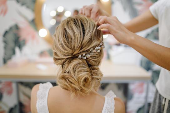 hairdresser-woman-weaving-braid-hair-wedding-styling.jpg