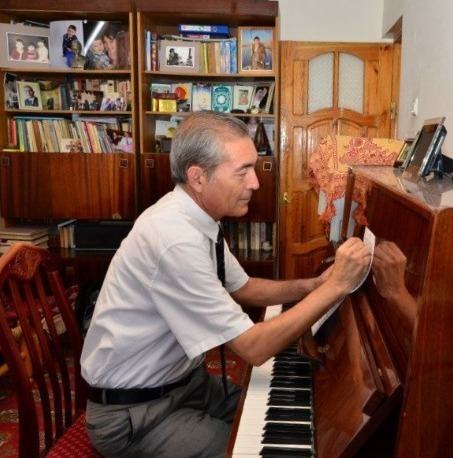 Suhan Tuyliyev in his office