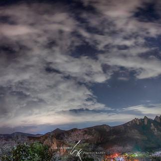 Nocturna_con_la_Peña_pano.jpg
