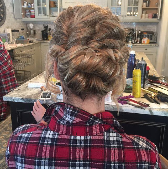 Last wedding of 2017, hairstyle by Kay for _mercedesleebeauty #bridalupdo #gtastylist #muakay #gtamo
