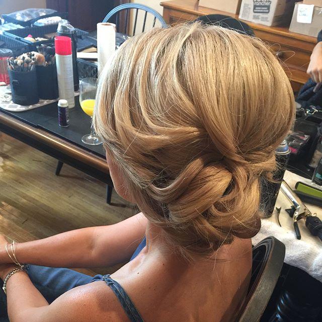 Mother of groom hairstyle by me for _mercedesleebeauty  #bridalupdo #gtastylist #muakay #gtamobilema