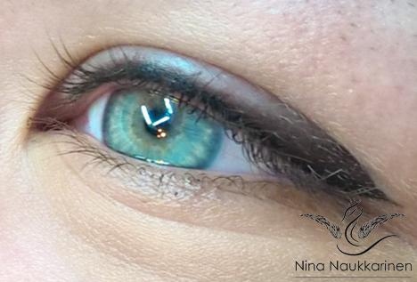 Pehmeä silmienrajaus
