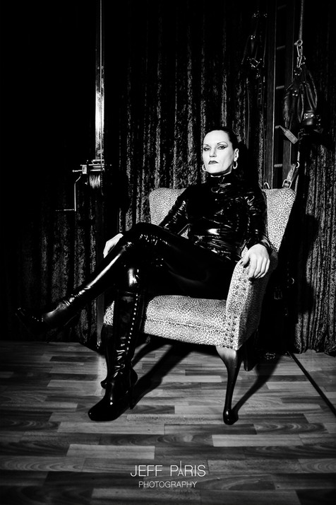 Domina Silvia Studio Portrait