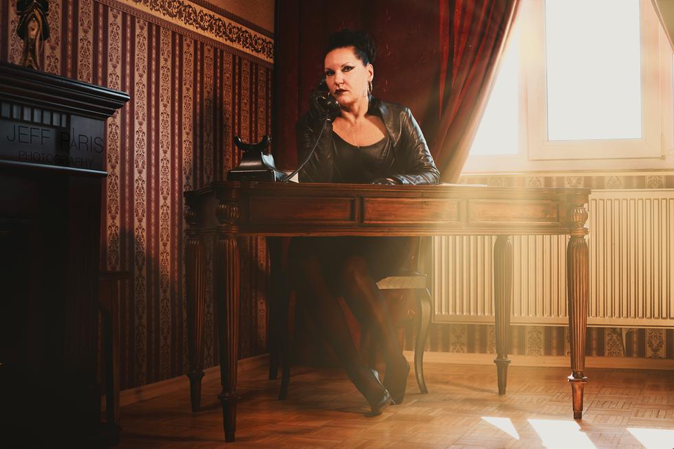 Domina Silvia Schreibtisch