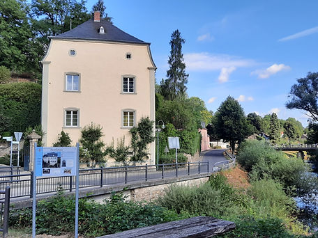 Infotafel Herrenhaus Holsthum.jpg