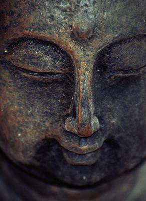 Pourquoi fermer les yeux pendant la pratique du Kundalini yoga ?