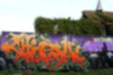 Graffiti de Chipoou! Chipie Gek et Nacle Lcg au Musée d'art urbain et du street art à Toulouse-le-château, le MAUSA dans le 39, événement street-art au musée pour halloween. Ceic  es un Wild Style de Dorian roulet aka chipie et nacle, grafiti sur célophane avec chapelle abandonnée.