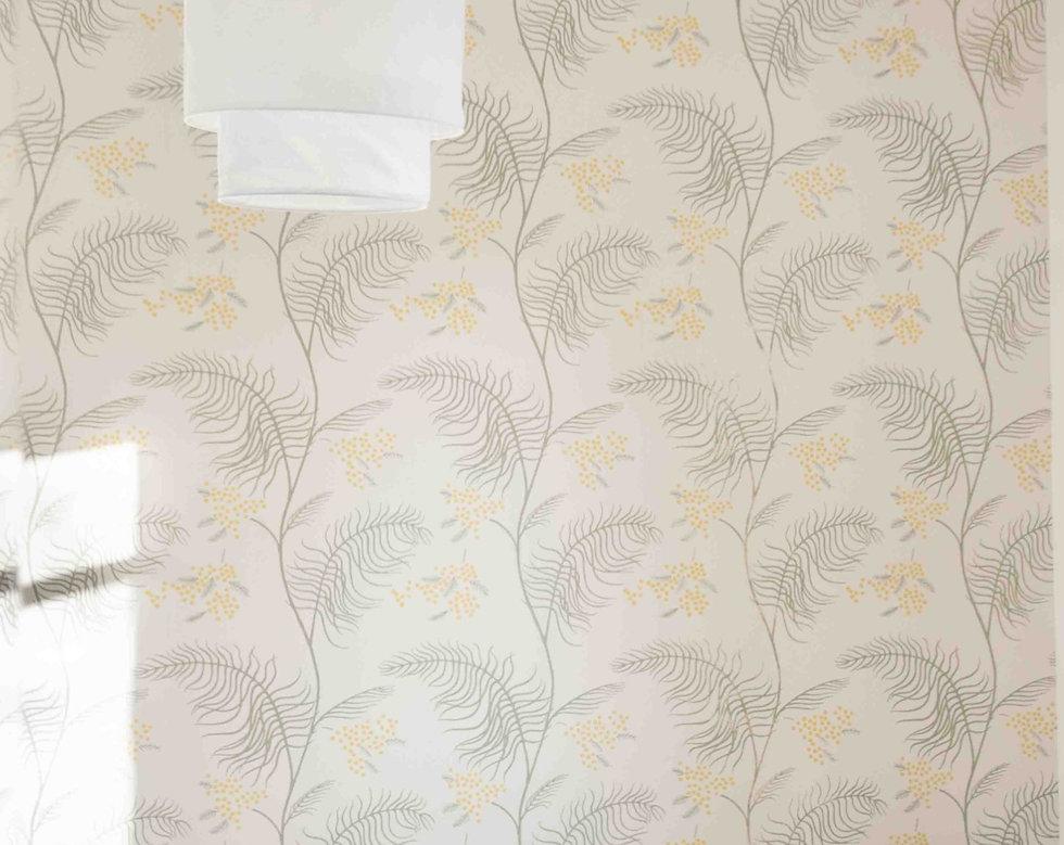 la tapisserie Mimosa  de la tête de lit de la chambre Mimosa