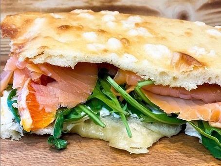 Orange Lachs Sandwich