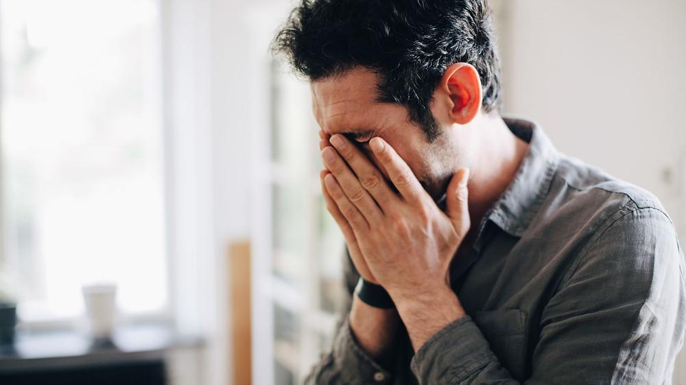 hombre_presentando_frustracion