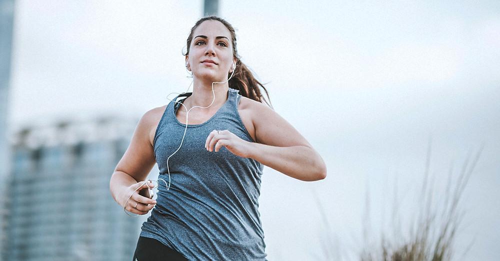 mujer_haciendo_ejercicios_para_combatir_la_ansiedad