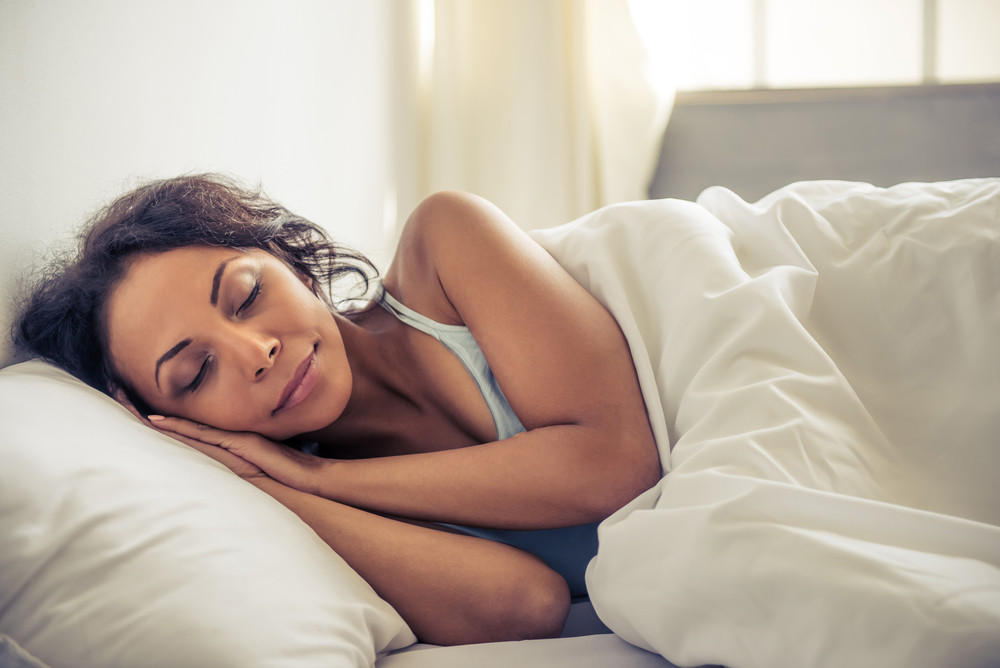 mujer-durmiendo-en-su-cama