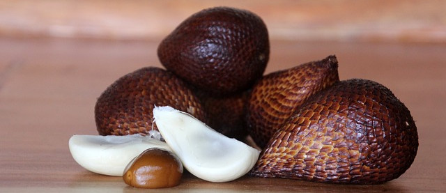 Pic of Salak (snakefruit)