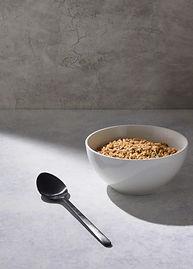 bol-cereales-pres-gallon-lait-tableau-bl