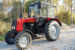Masinaparki lisandus uus traktor.
