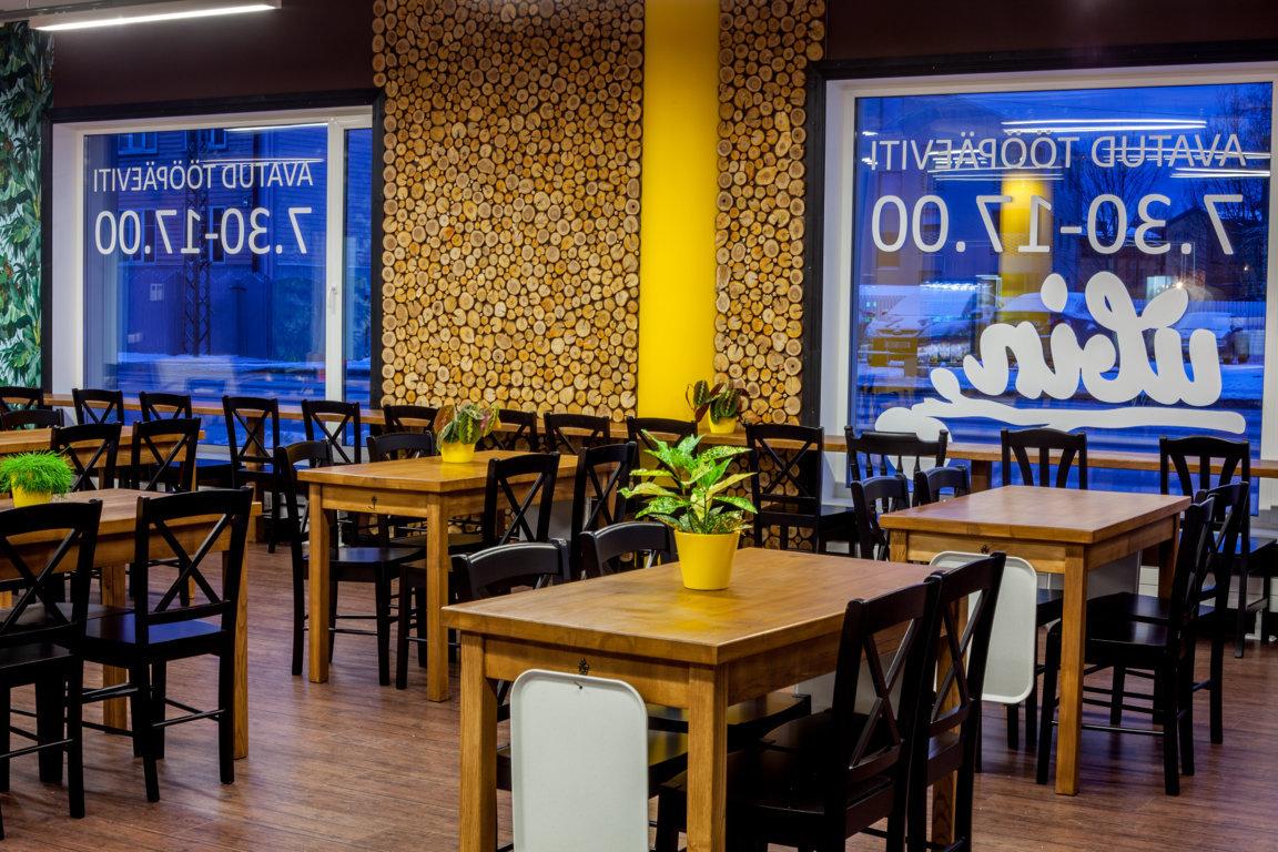 Paigaldatud mööbel kohvikus Ubin