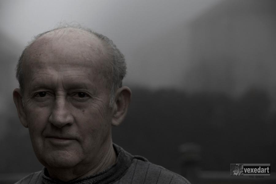 old man portrait, mature man photo