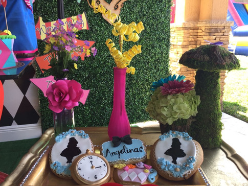 We create this party inspired in Alice in Wonderland