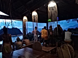 Lexias hostel el nido sunset bar